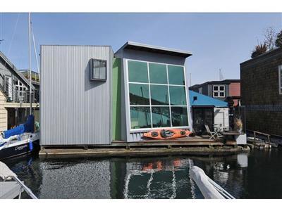 Funky Seattle Houseboat on Northlake Way
