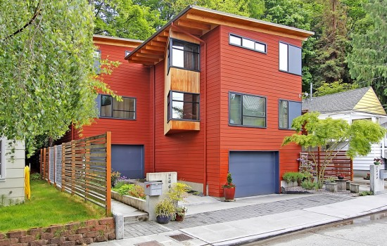 Contemporary Townhouse Blocks From Alki Beach