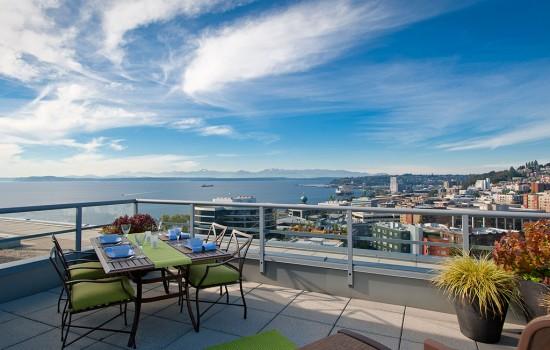 Concord Penthouse: Views, Hot Tub & Animal Skins