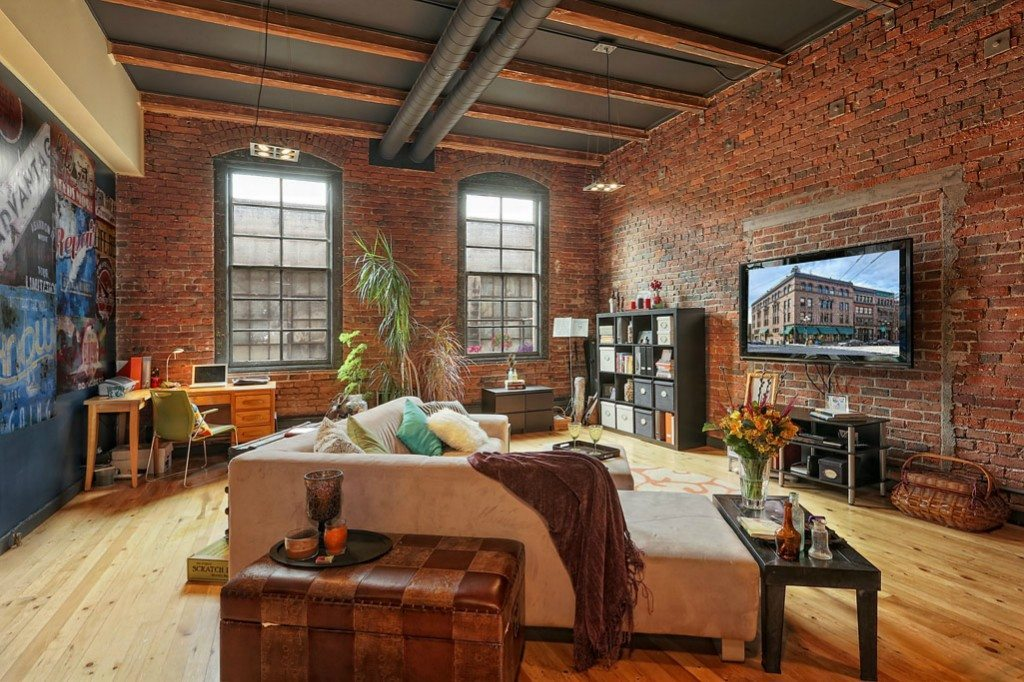 Big loft in pioneer square urbnlivn for Living room 6 portland