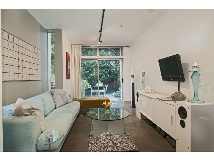1413 15th Ave - Living Room 2