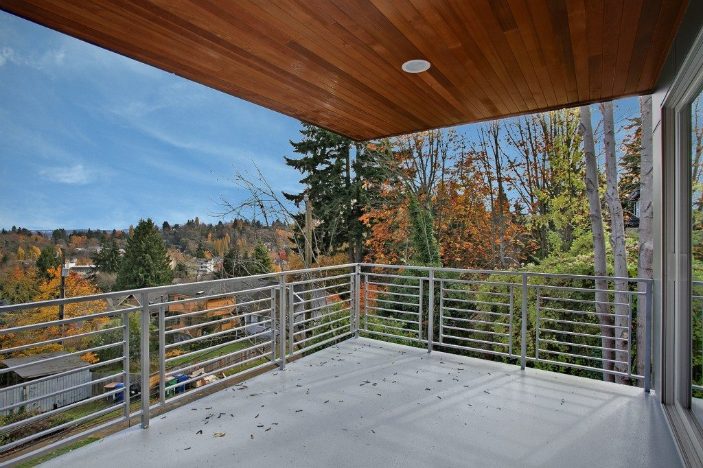 751 26th Ave E - Deck
