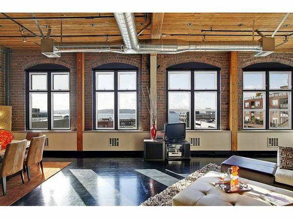 Fully Furnished Belltown Loft Urbnlivn