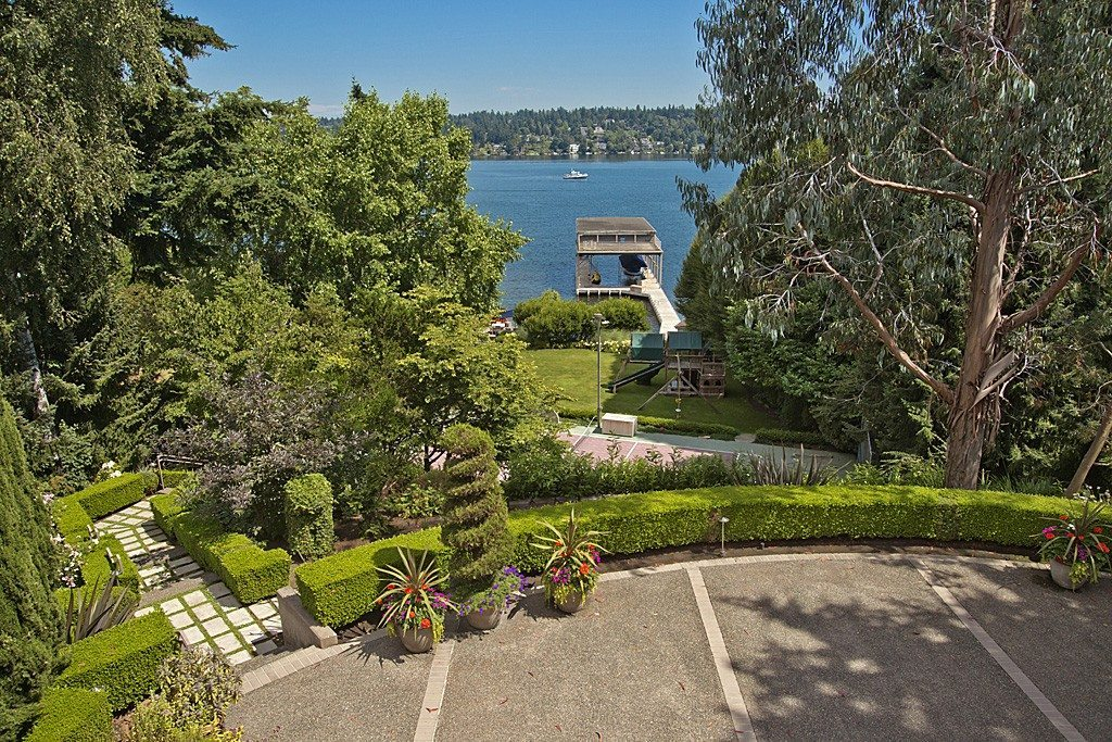 Lakehaven Front yard $8m Seward Contemporary Still For Sale