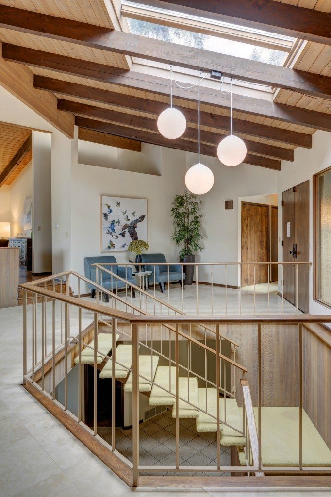 14070 Hilltop Ln - Stairs