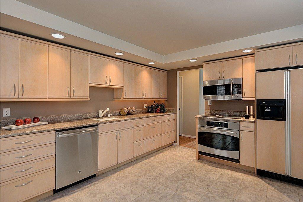 4245 NE 124th St - Kitchen