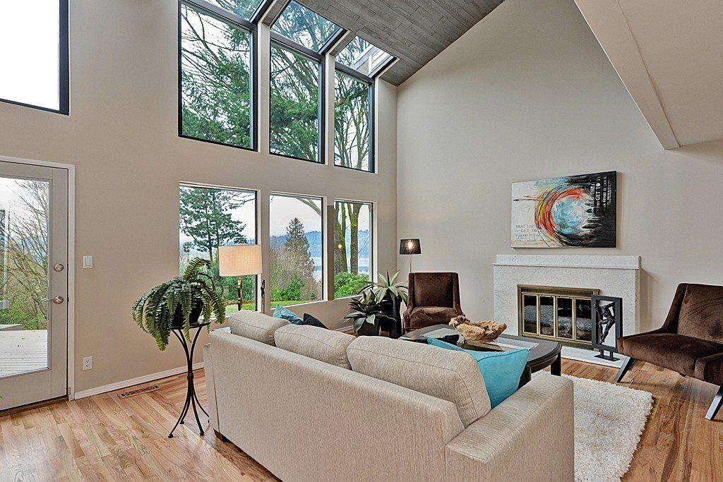 4245 NE 124th St - Living Room
