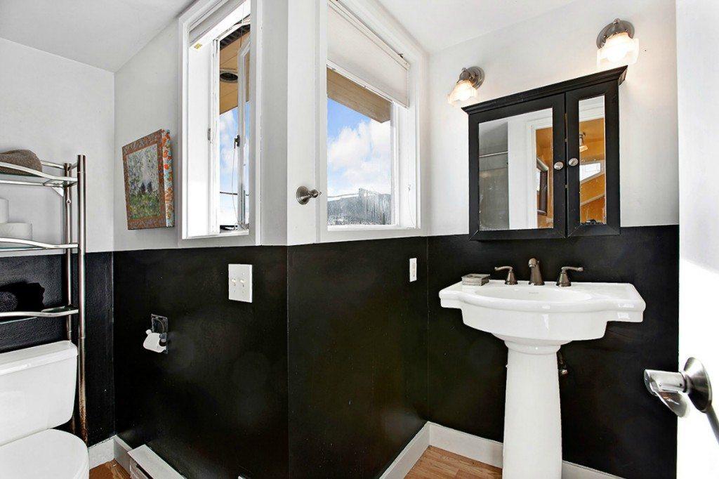 2025 Fairview Ave E, Unit R, bathroom