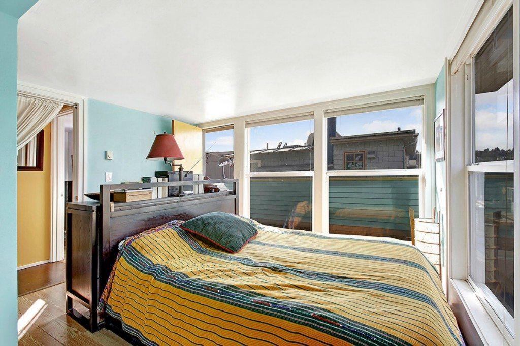 2025 Fairview Ave E, Unit R, bedroom