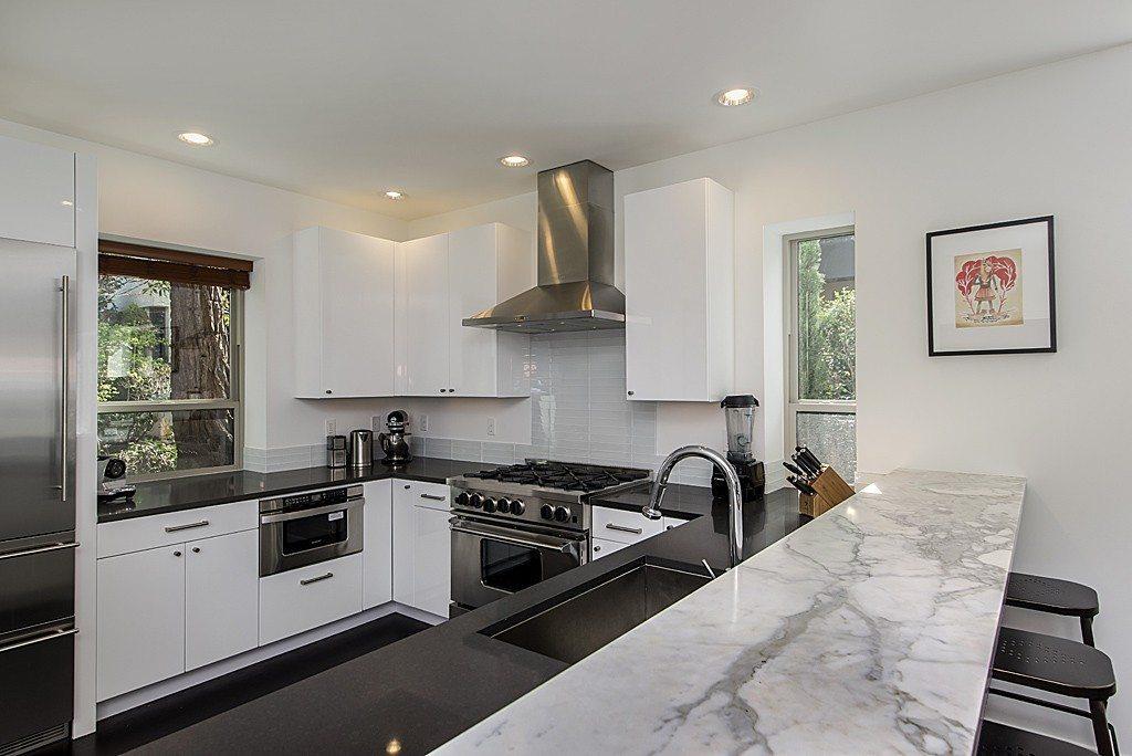 190 34th Ave E - Kitchen