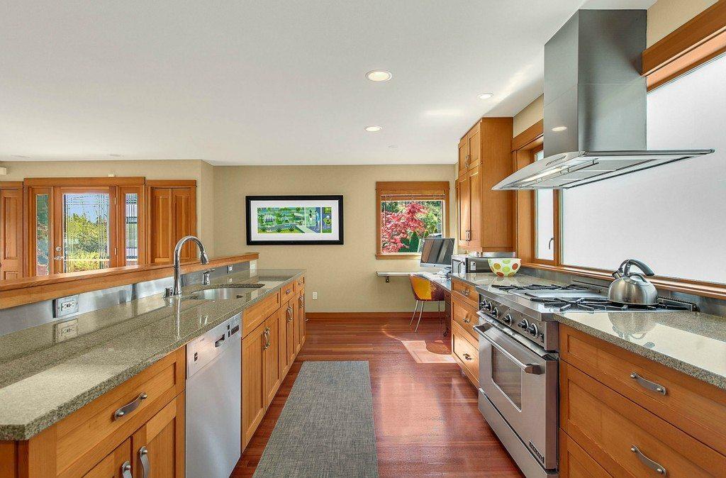 2511 Everett Ave E - Kitchen