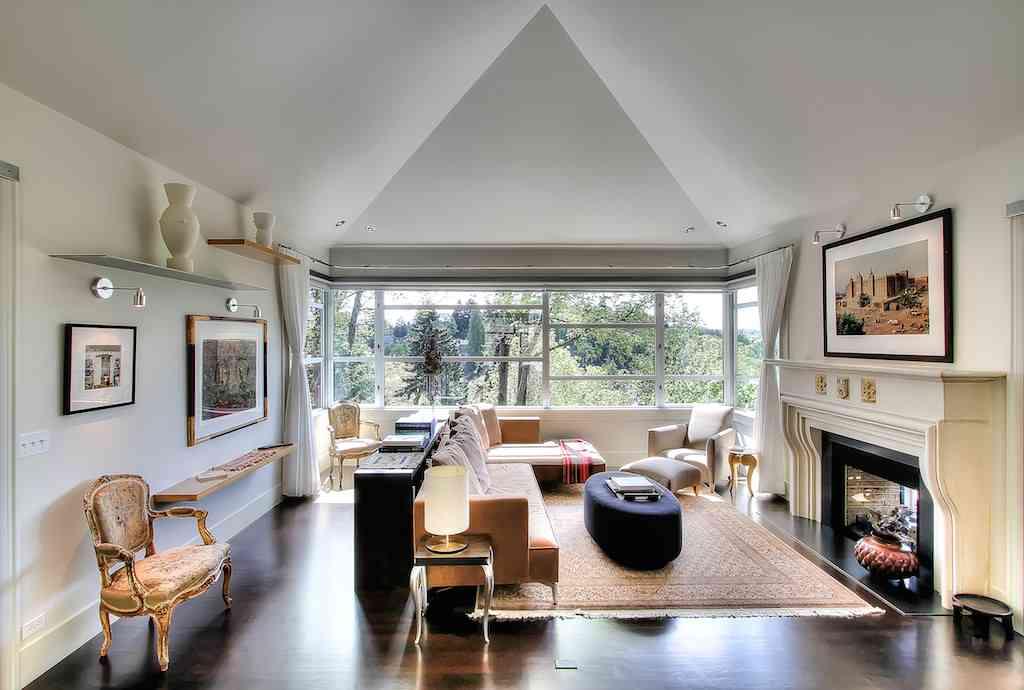 3332 E Ford Pl - Living Room