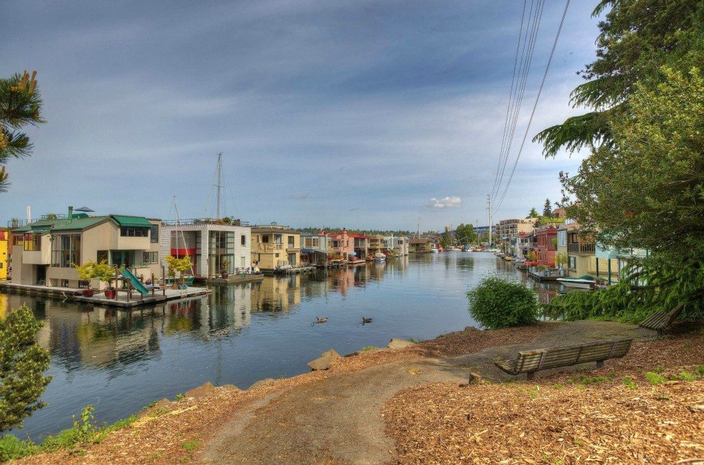 10 E Roanoke St 12 Exerior 2 $1.89m Eastlake Houseboat