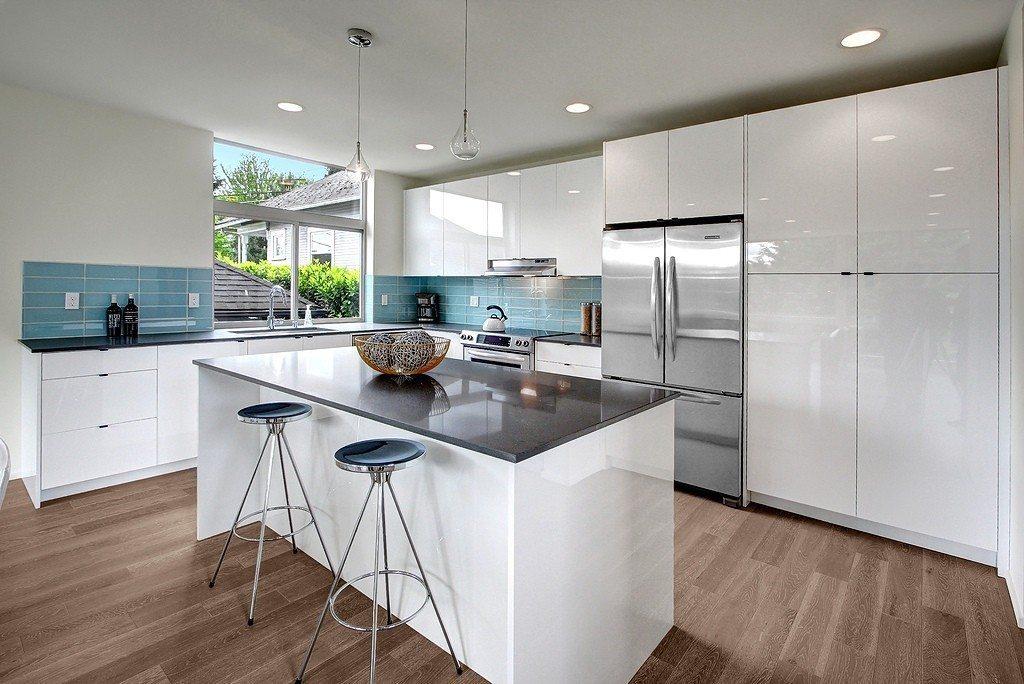 2612 E Denny Way - Kitchen