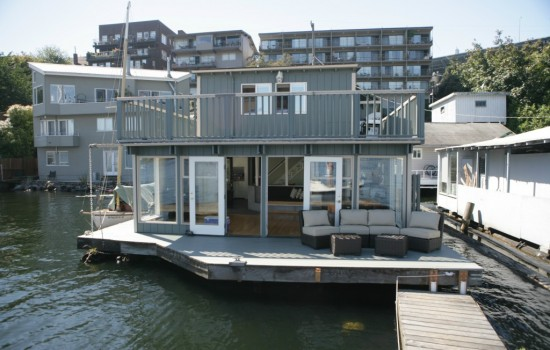 Not an Ordinary Houseboat