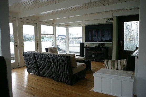 3236 Portage Bay Pl E_liv2