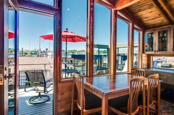 Hamlin St houseboat_dine