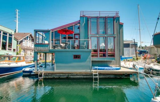 Sweet Floating Home For Rent