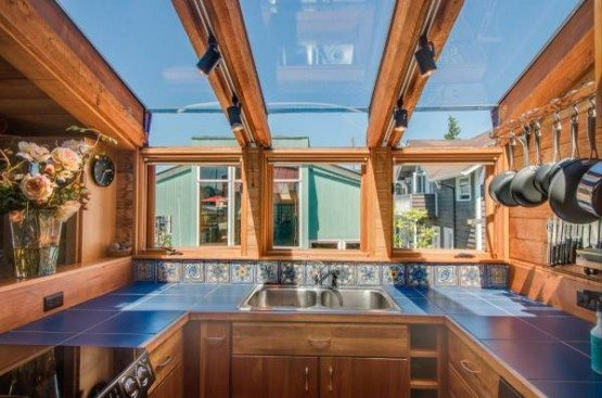 Hamlin St houseboat_kitchen
