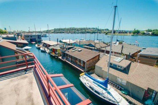 Hamlin St houseboat_view