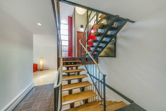 6620 57th Ave NE_stairs