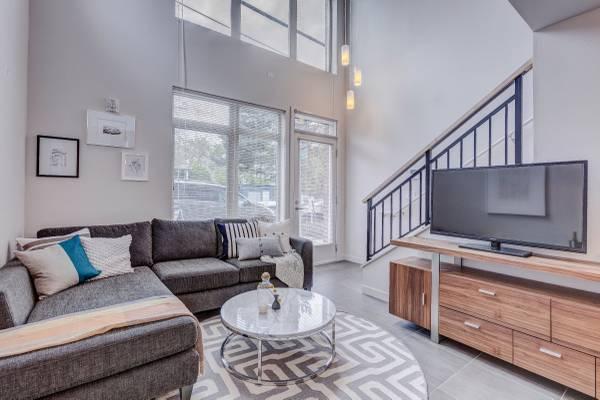Loft rentals in Lower Queen Anne - Urban Living