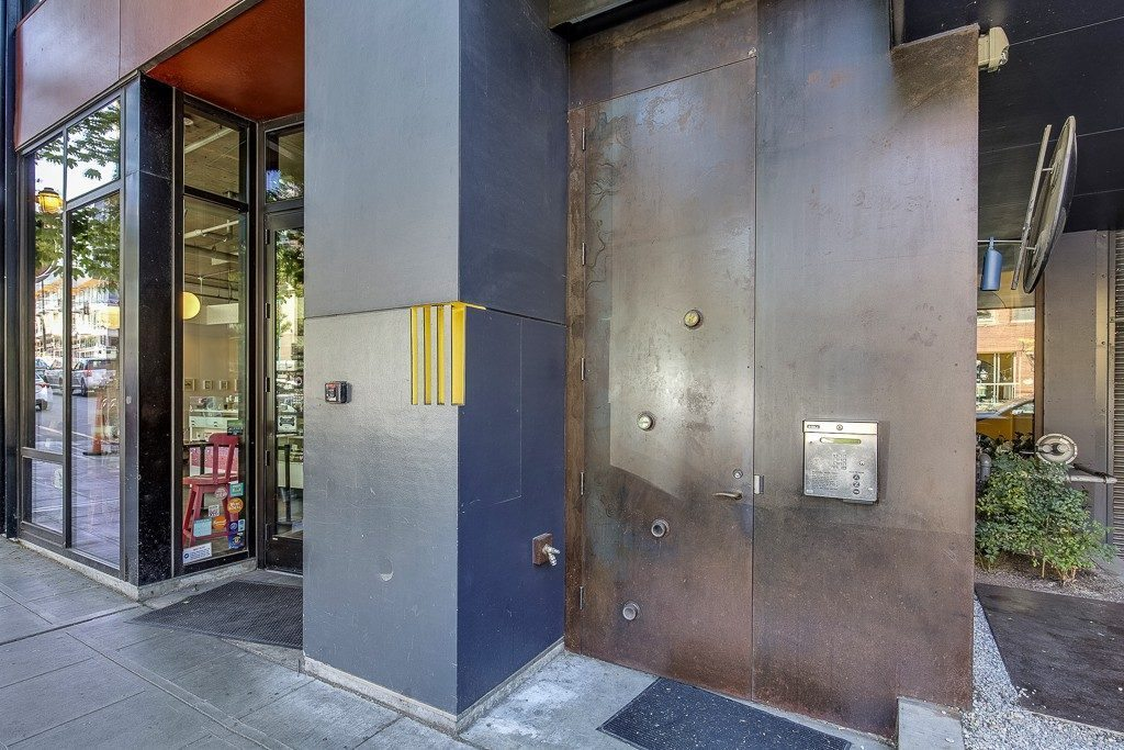 1111 E Pike St - buillding entrance