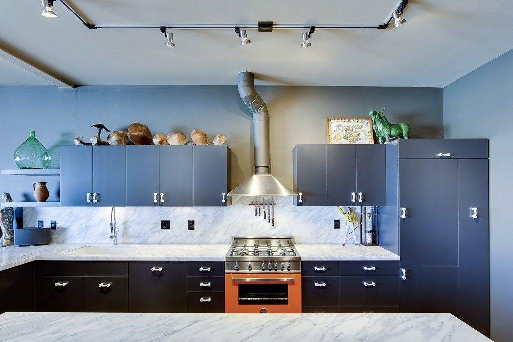 1111 E Pike St - kitchen