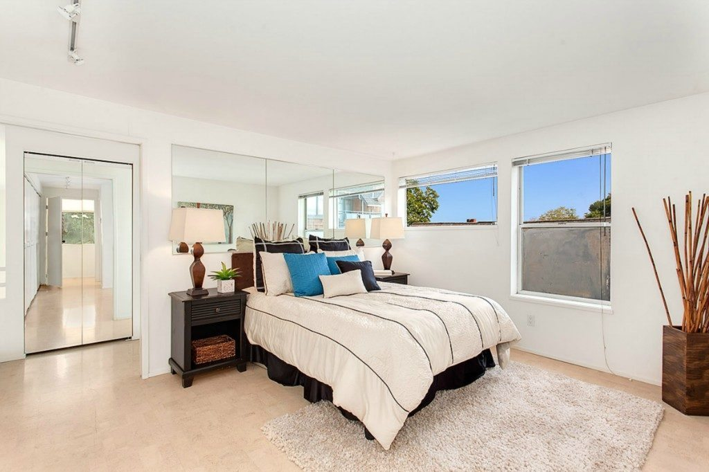 1210 Lakeview Blvd E unit 303 - bed