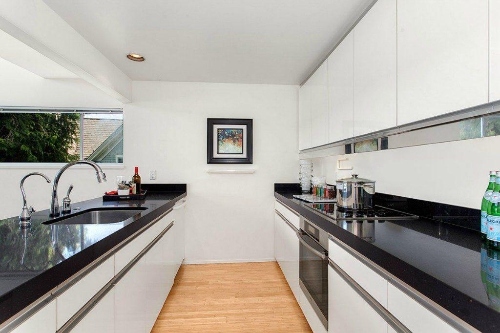 1210 Lakeview Blvd E unit 303 - kitchen