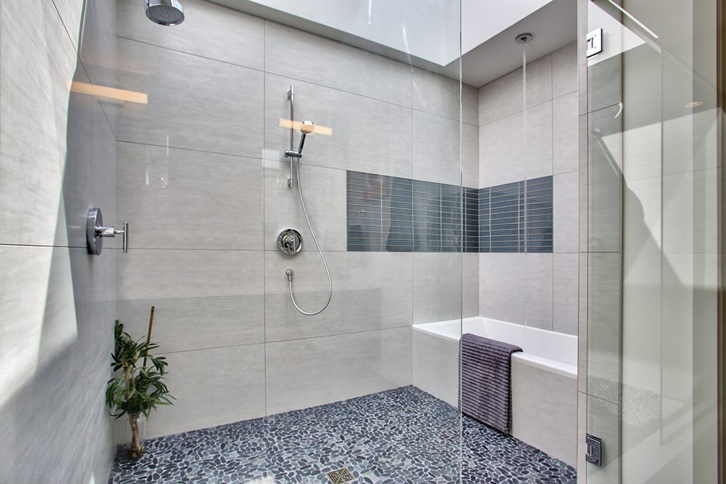 1374 33rd Ave S - mstr bath-shower