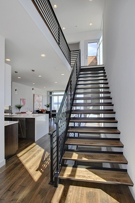 1374 33rd Ave S - stairs