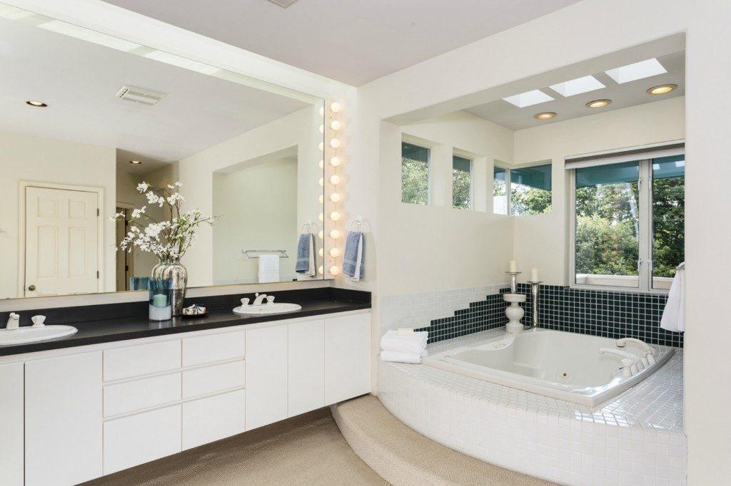 3903 46th Ave S - mstr bath