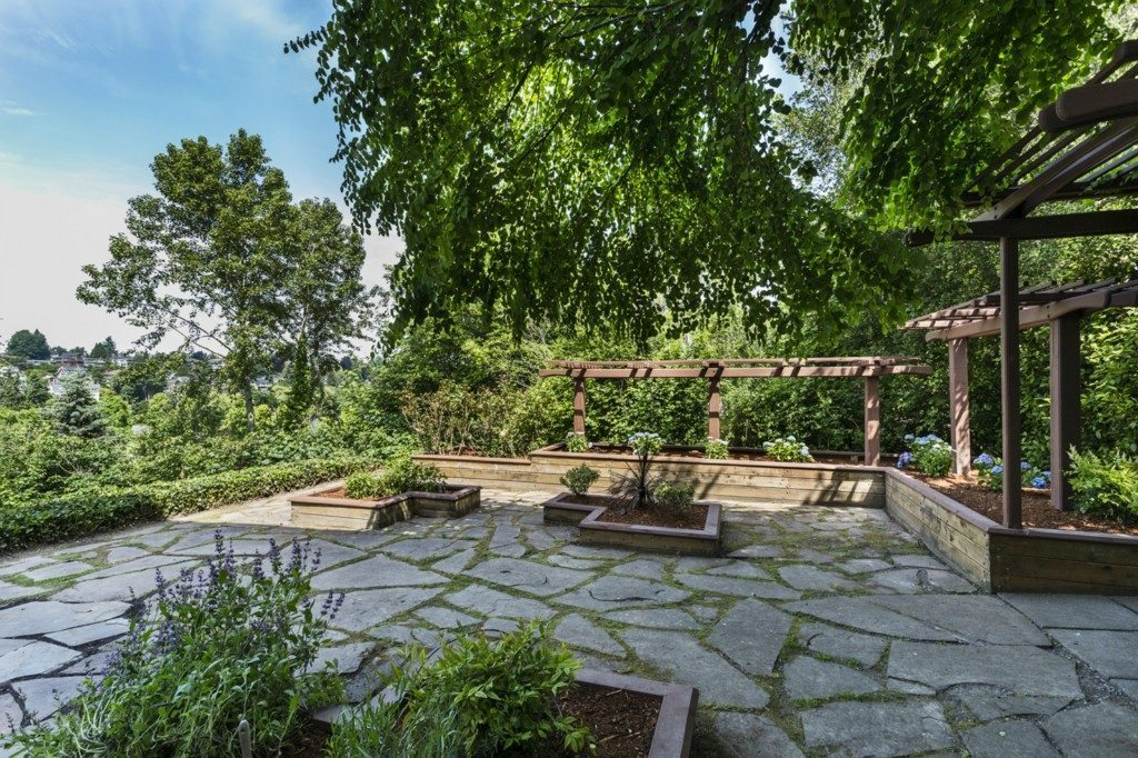 3903 46th Ave S - patio