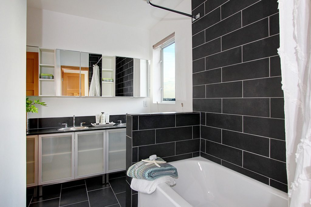 103 Newell St - bath 2