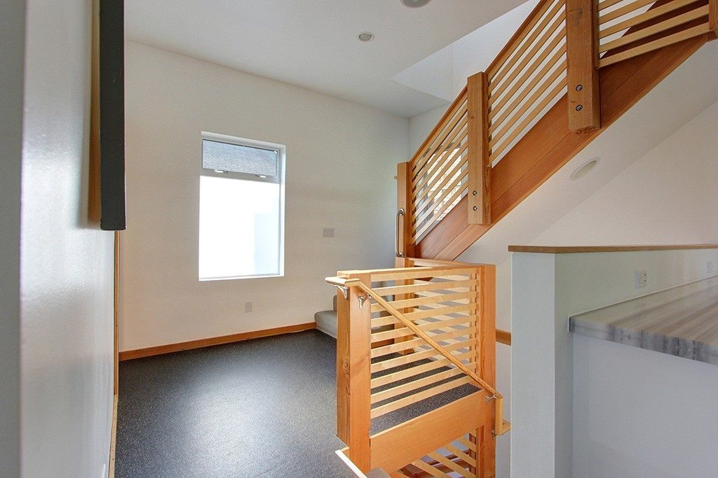103 Newell St - stairs