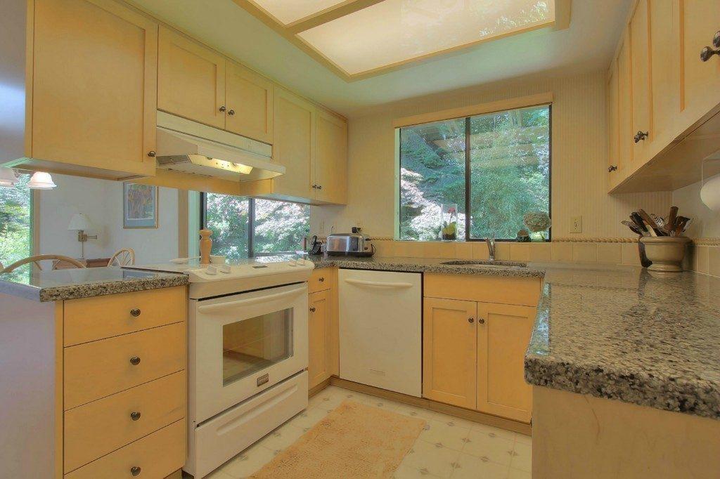 1502 NE 105th St - kitchen