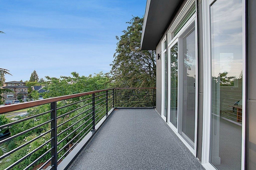 2134 44th Ave SW - mstr deck