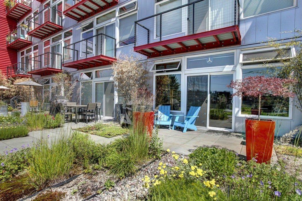 2960 Eastlake Ave E - patio