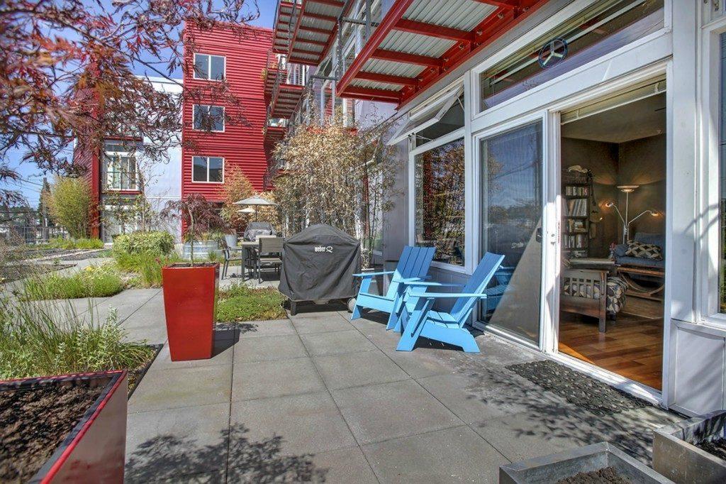 2960 Eastlake Ave E - patio 2
