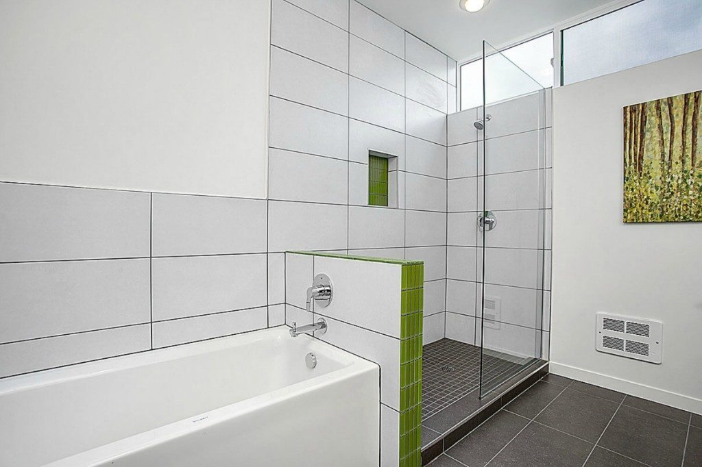 465 14th Ave - mstr bath shower