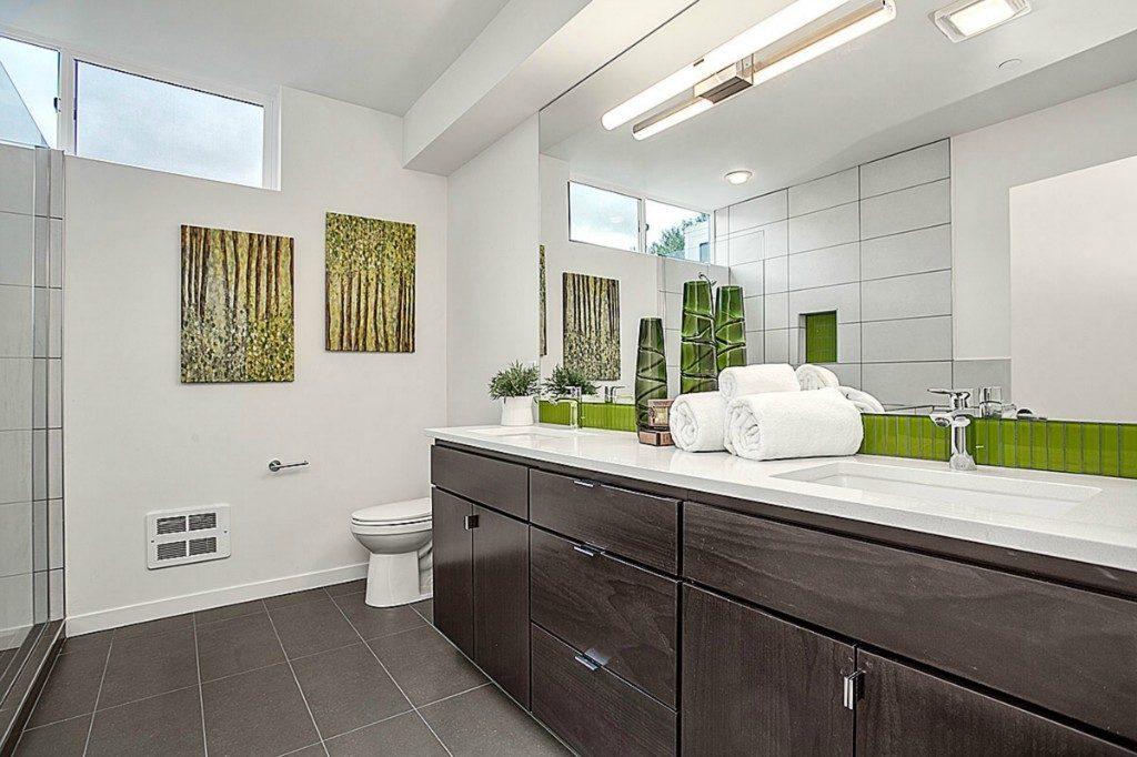 465 14th Ave - mstr bathroom