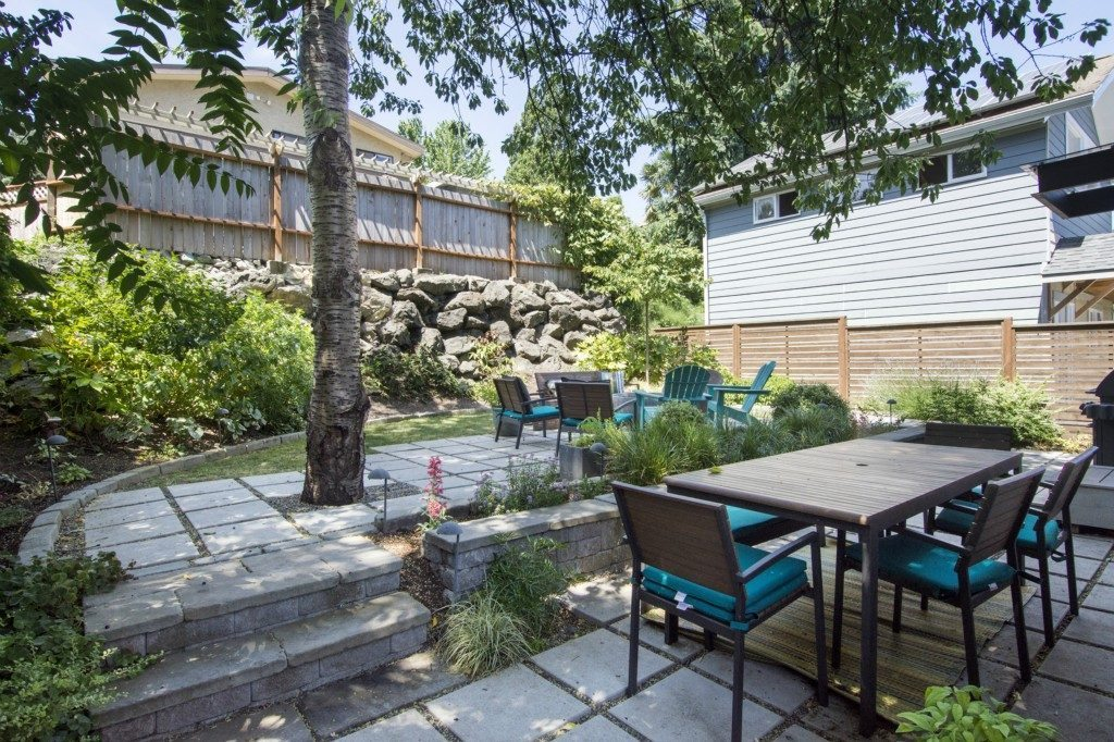 519 28th Ave E - patio