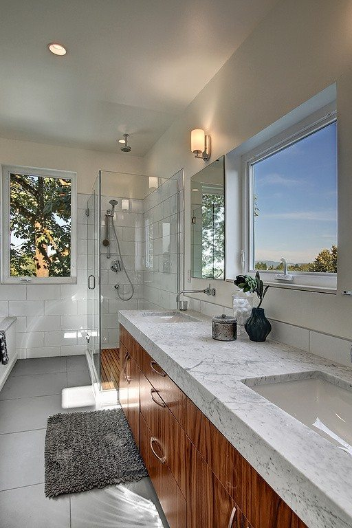 621 25th Ave E - mstr bath