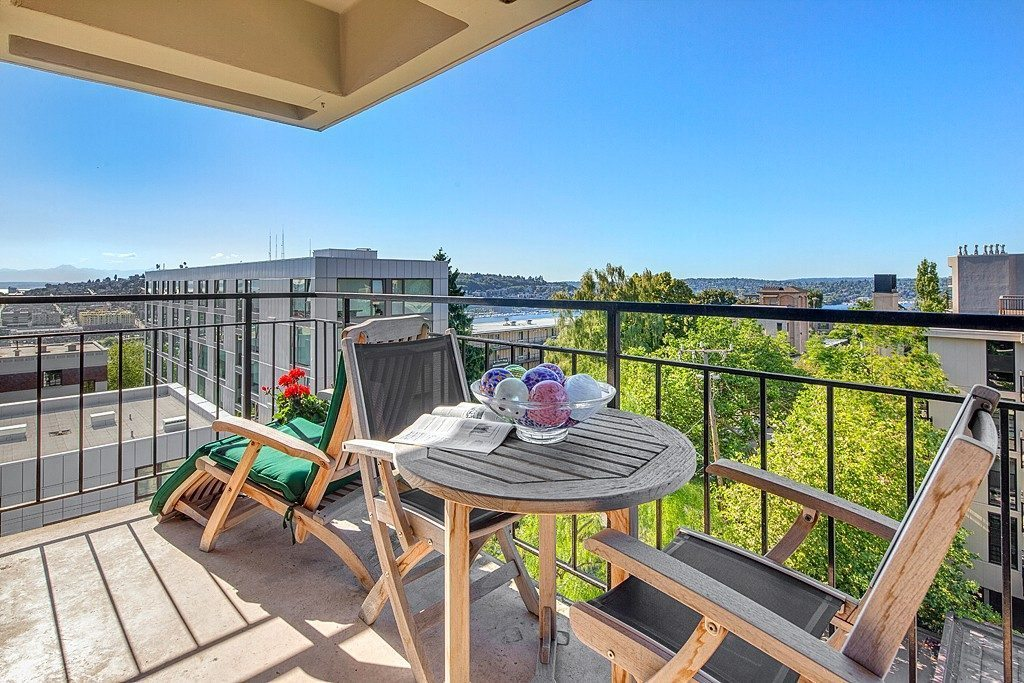714 Bellevue Ave E #601 - deck