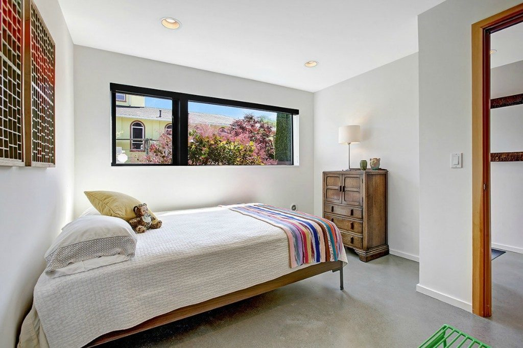 939 Marin Luther King Jr Way S - bed 2