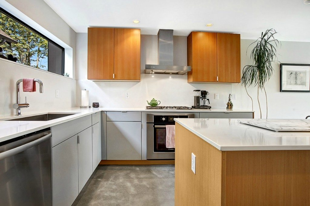 939 Marin Luther King Jr Way S - kitchen2