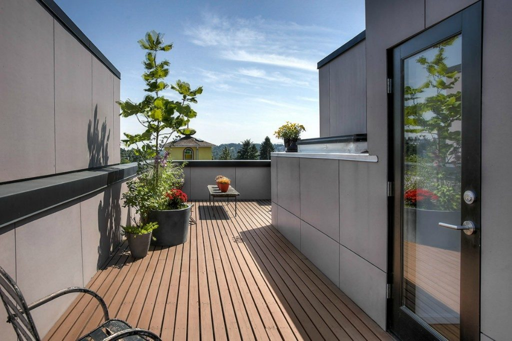 939 Marin Luther King Jr Way S - roof deck to front
