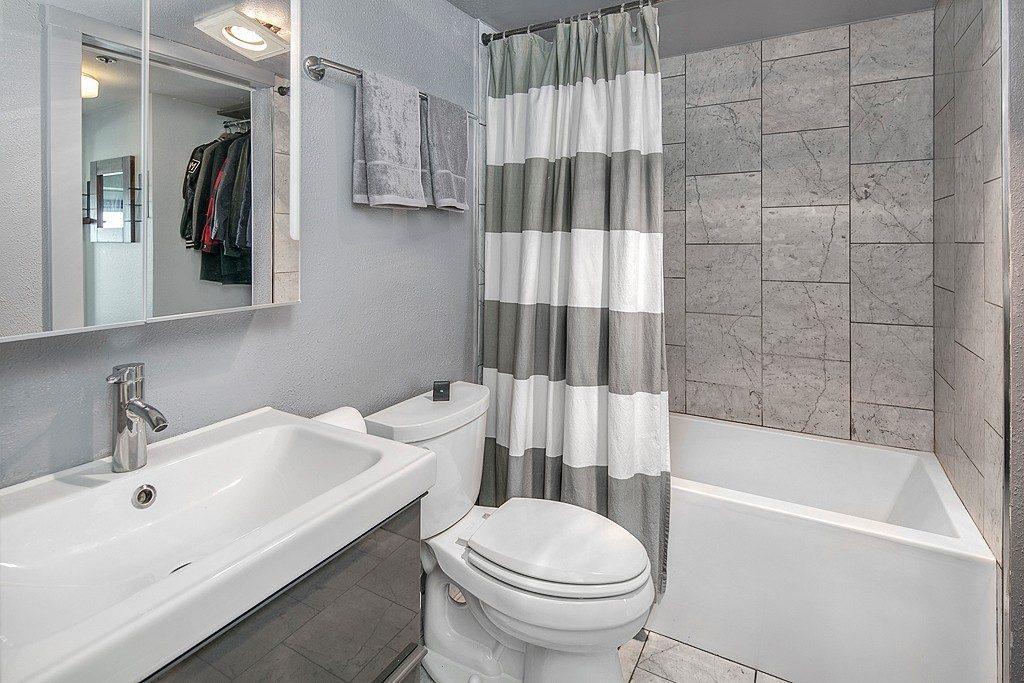 121 Vine St - 2506 - bath