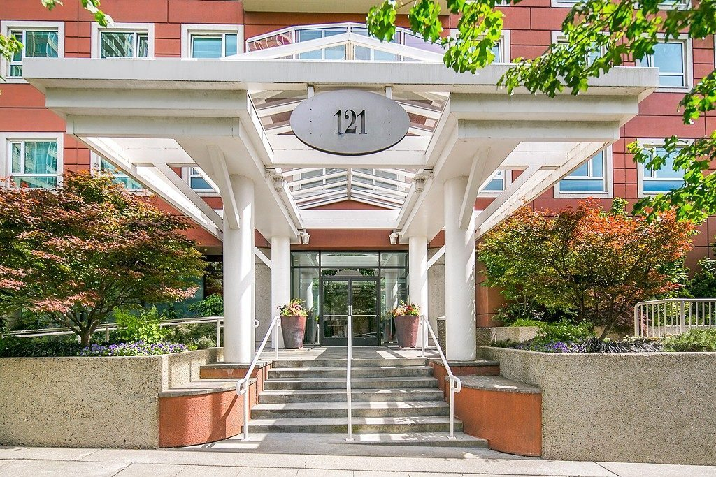 121 Vine St - 2506 - build entrance